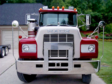 red-mack-truck-front-425319